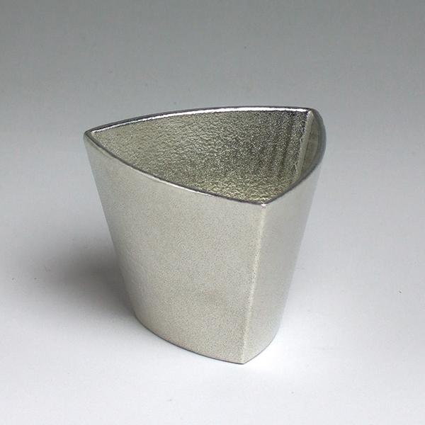 TRI トライ 三角形の錫製酒器 ぐい呑