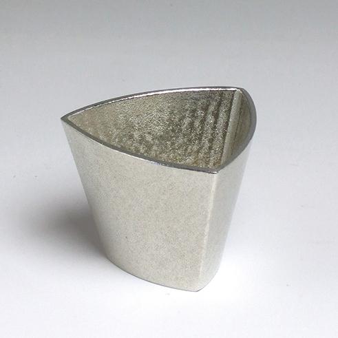 TRI トライ 三角形の錫製酒器 猪口