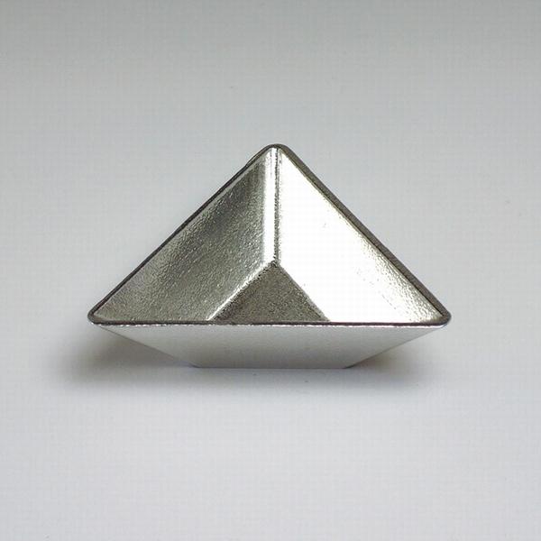 TRI トライ 三角形の錫製食器 浅鉢小